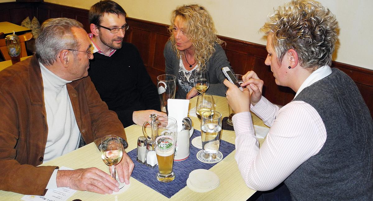 hüG_20140316_361_Stadtratskandidaten im  Gespräche copy copy